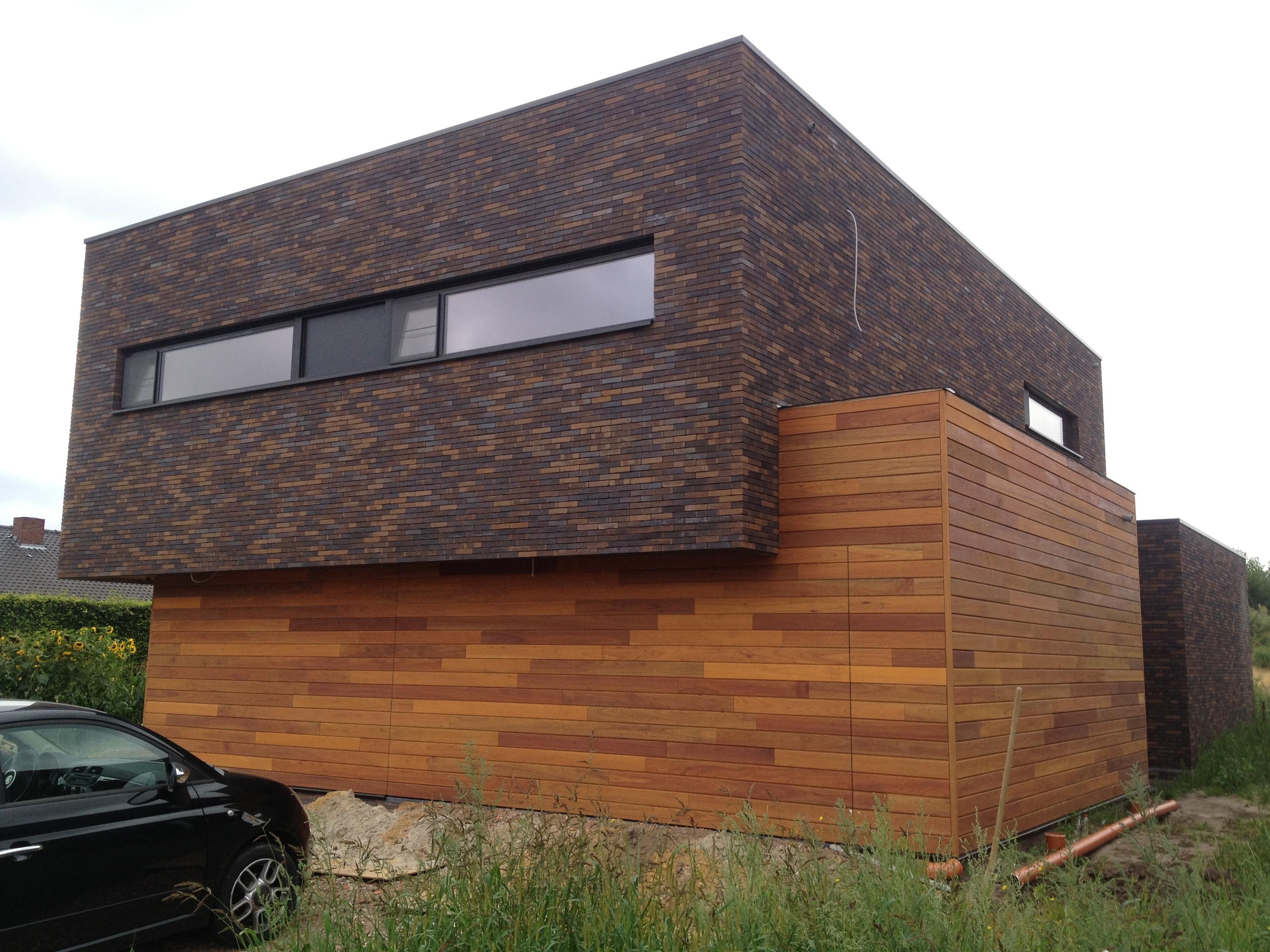 garagedeuren in een lijn met de wand
